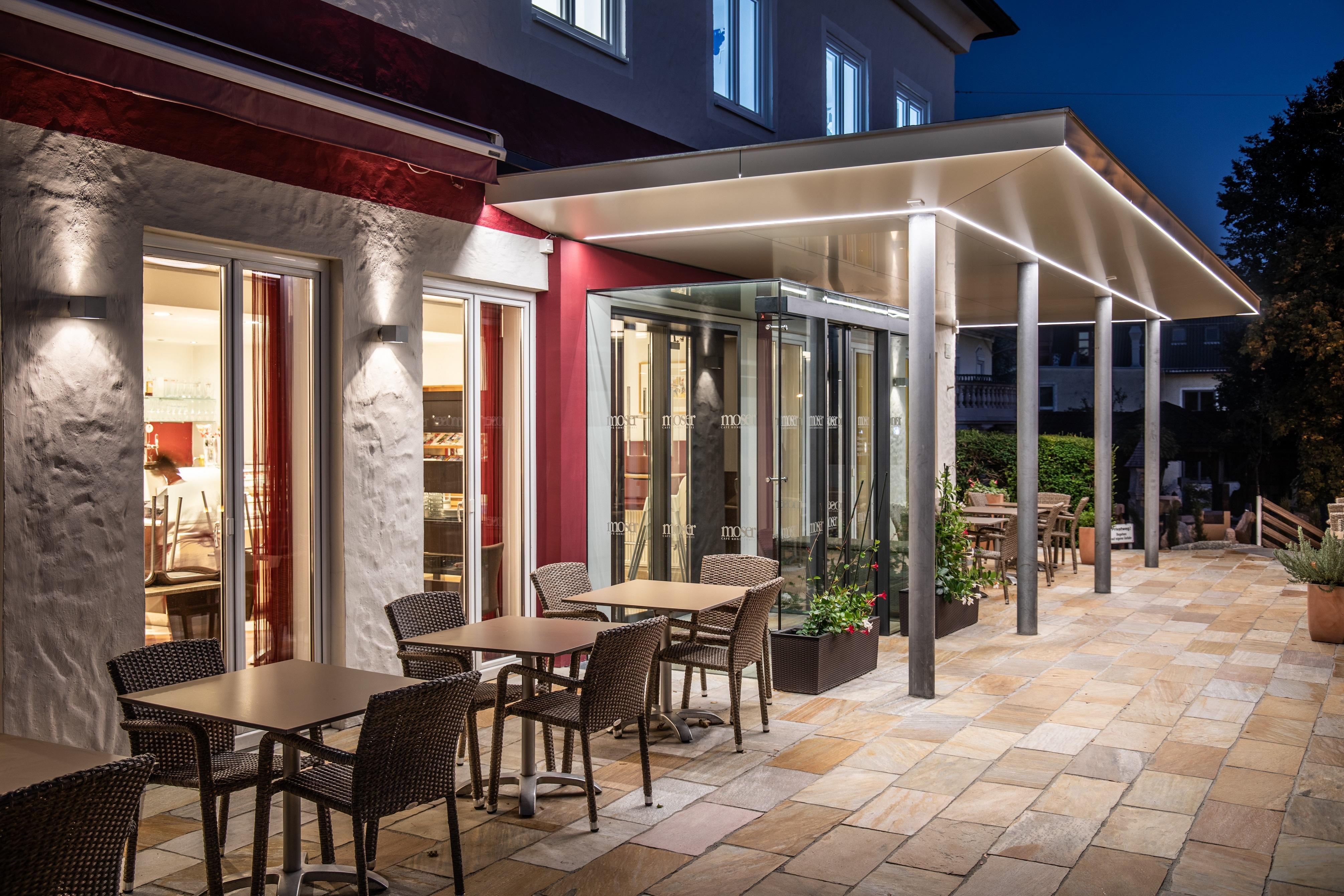 Cafe Moser Seekirchen Außenansicht Nacht Eingang Img 9823 Klein